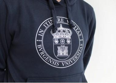 Sudadera escudo UBU azul marino detalle